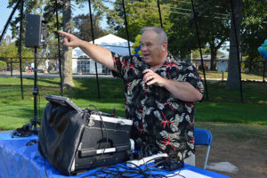 Chris-Culkeen-master-of-ceremonies-at-Care-Dimensions-Walk-for-Hospice-kick-off-ceremony